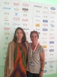 Dra. Ana Isabel Romance, Jefe de Sección de Cirugía Oral y Maxilofacial, del Hospital Universitario Doce de Octubre (Madrid) con la Sra. Anna Bosque, del Hospital Sant Joan de Déu.